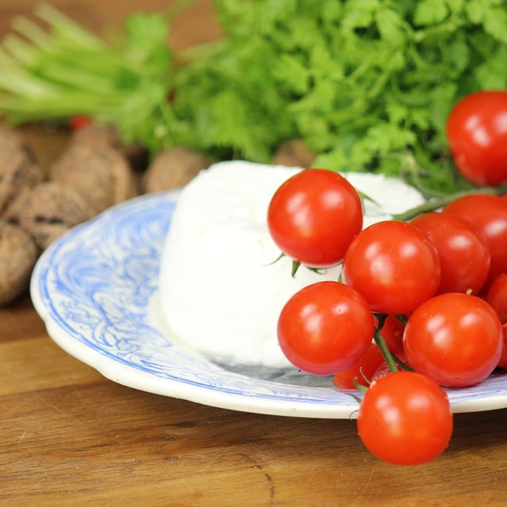 tomatoes and goat cheese for pasta